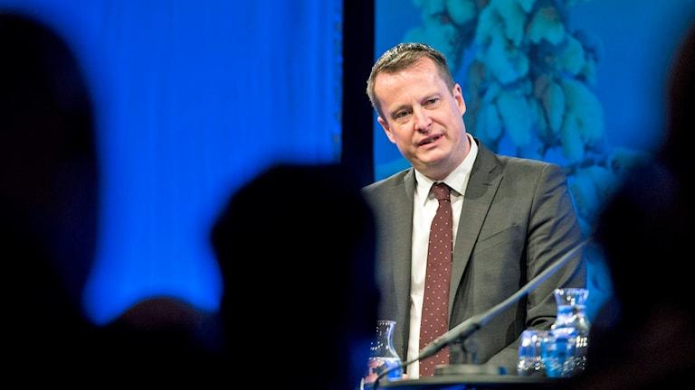 Justice Minister Anders Ygeman visited Örebro on Wednesday. Photo: Pontus Lundahl/TT.