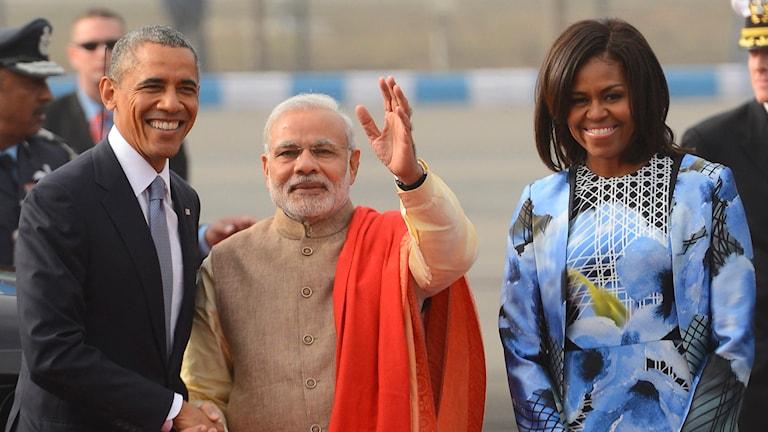 Barack Obama skakar hand med Indiens premiärminister Narendra Modi. Foto: AP.