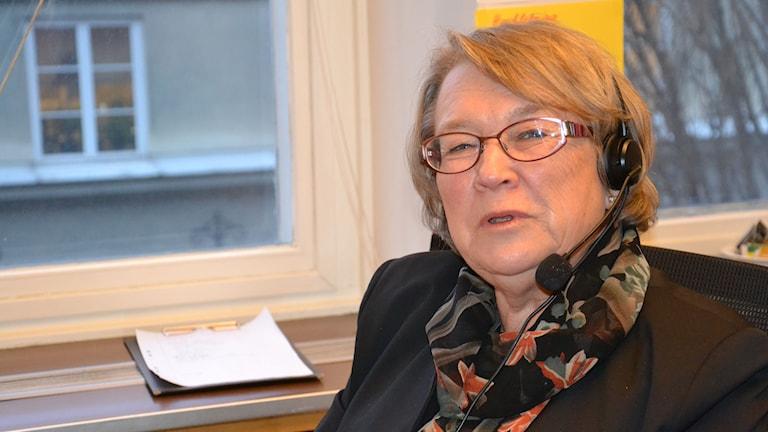 Merike Ester Söderman som är volontär hos föreningen Mind får ofta samtal från ensamma människor. Foto: Anna Larsson.