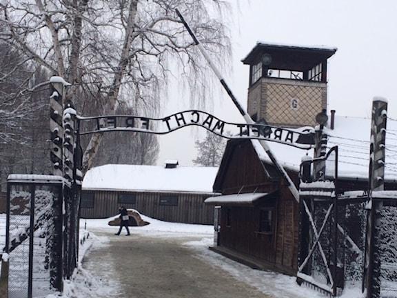 Ingången till Auschwitz, ett av nazisternas många dödsläger. Foto: Vincent Dahlbäck.
