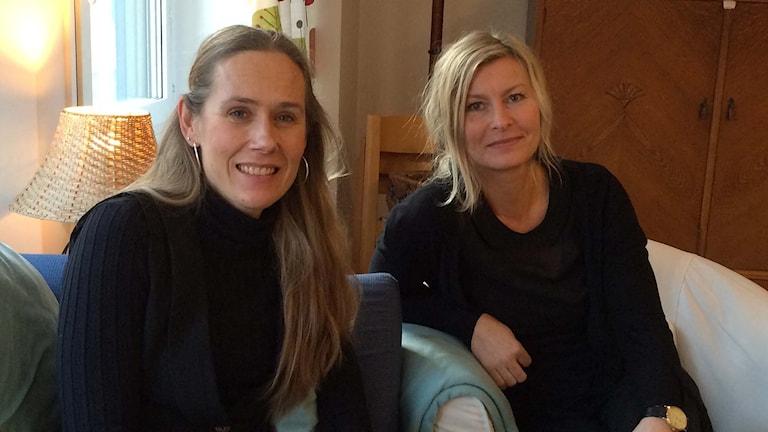Familjepedagog Anna Ekberg (t.v.) och Line Fuchs, verksamhetssamordnare på Solrosen. Foto Joel Wendle/Sveriges Radio.