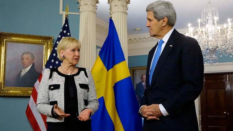 Sveriges utrikesminister Margot Wallström och USA:s utrikesminister John Kerry. Foto: Kimberley Åkerström/Sveriges ambassad/TT.