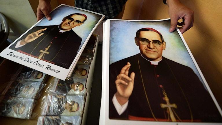 Bilder på Salvadors mördade ärkebiskop Oscar Romero. Foto: Marvin Recinos/TT.