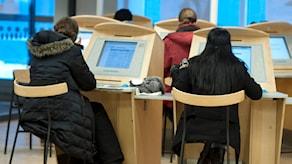Jobbsökande på arbetsförmedlingen. Foto: Bertil Ericsson/TT