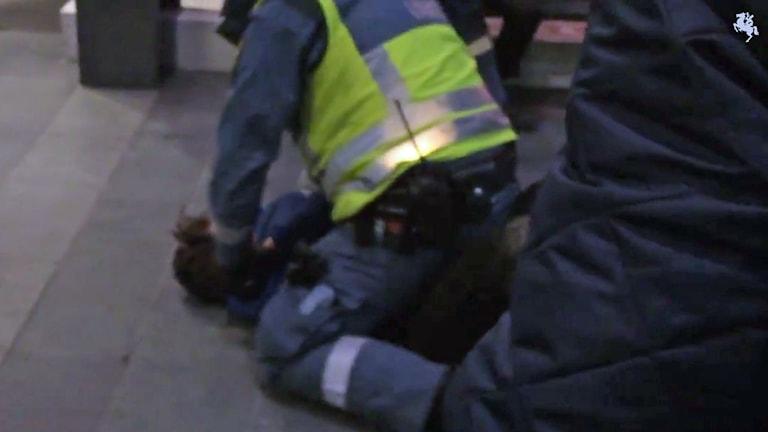 Nioåring nedbrottad av vakt i Malmö. Foto: Sydsvenskan.