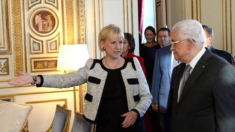 Den palestinske presidenten Mahmoud Abbas träffar Sveriges utrikesminister Margot Wallström. Foto: Jessica Gow/TT.