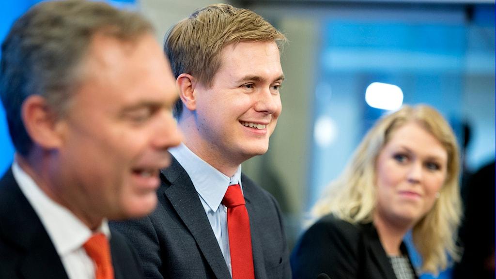 Jan Björklunf, Gustav Fridolin och Lena Hallengren på presskonferens om betyg. Foto:Jessica Gow/TT