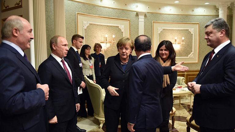 Alexandar Lukasjenko, Vladimir Putin, Angela Merkel, Francois Holland, Petro Porosjenko. Foto: TT