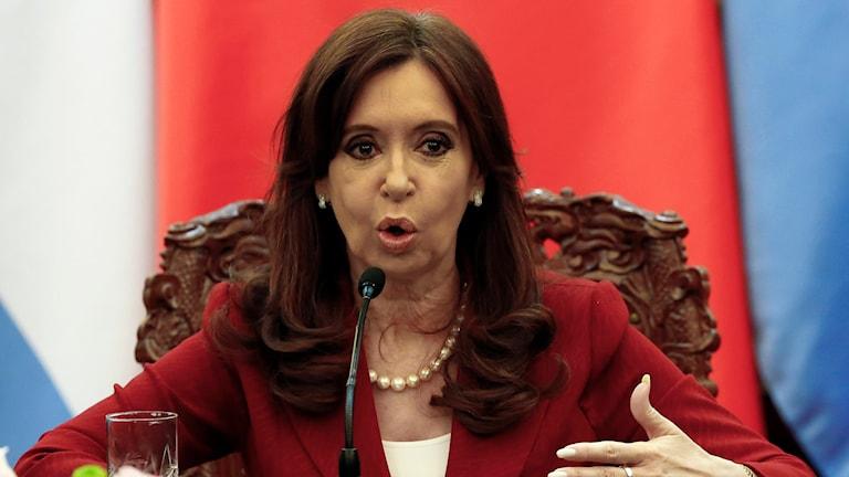 Argentinas president Cristina Fernandez de Kirchner blir inte av med den för henne politiskt besvärande utredningen. Foto: Rolex Dela Pena/TT.