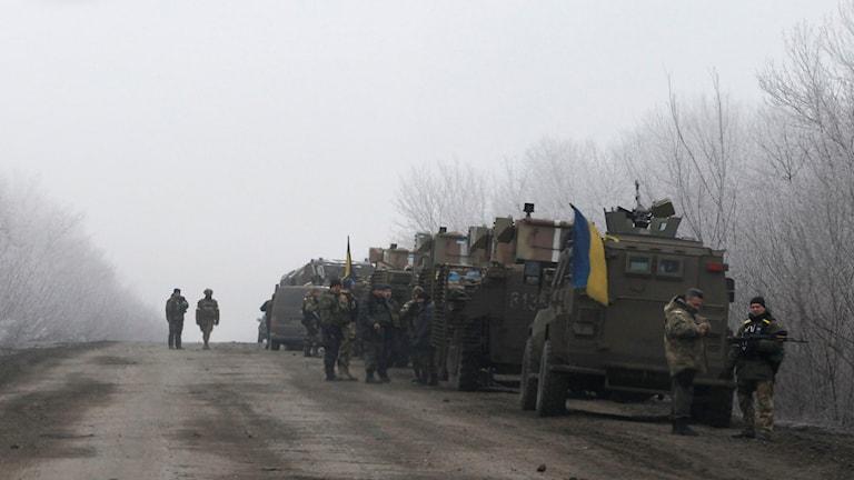 Ukrainsk militär på vägen mellan staden Dabeltseve and Artemivsk. Foto: Petr David Josek/TT