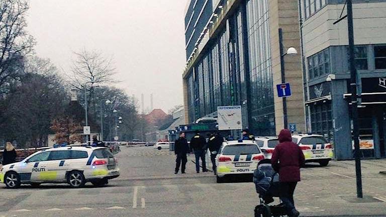 Området i stadsdelen Österbro har spärrats av. Foto: Lærke Spenner.