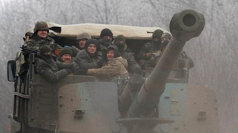 Ukrainska soldater mellan städerna Dabeltseve and Artemivsk. Foto: Petr David Josek/TT