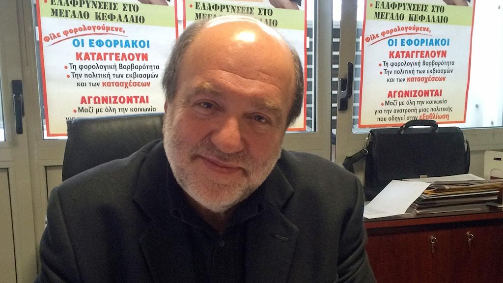 Alexiados Trifon som leder de grekiska skatteindrivarnas fackförening välkomnar den nya grekiska regeringens skattepolitik. Foto: Johanna Melén/Sveriges Radio.