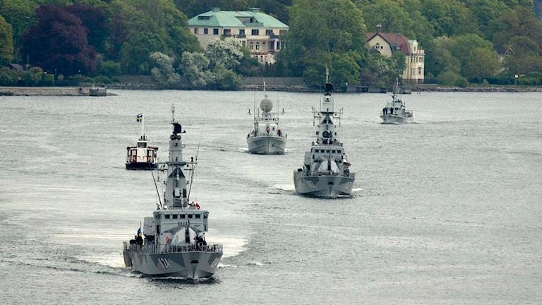 Korvetterna HMS Sundsvall och HMS Gävle på väg in till Stadsgårdskajen vid en sjöstridsflottilj.. Foto: Sergeant Alexander Karlsson, Försvarsmakten/TT: