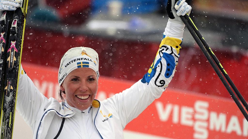 Charlotte Kalla vinner damernas 10 km (f) vid skid-VM i Falun på tisdagen. Foto Fredrik Sandberg / TT.