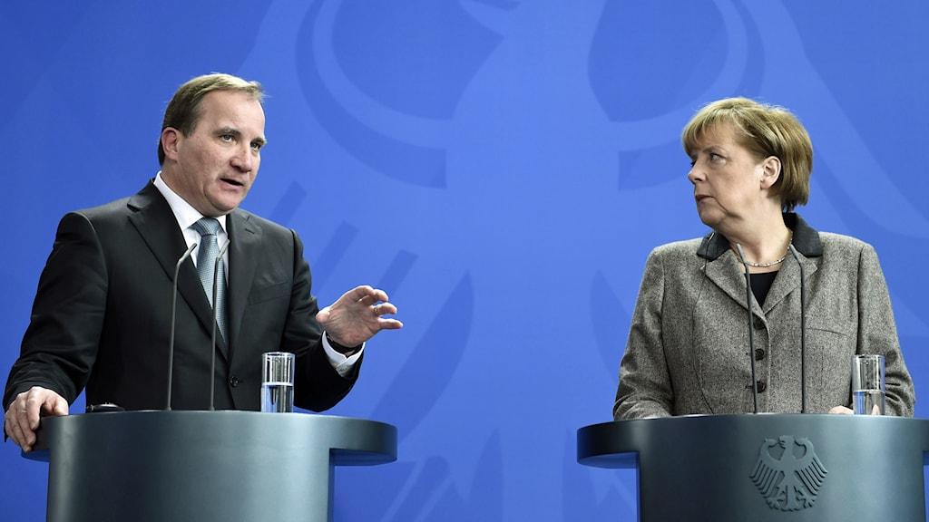 Sveriges statsminister Stefan Löfven och Tysklands förbundskansler Angela Merkel. Foto: Odd Andersen/AFP.