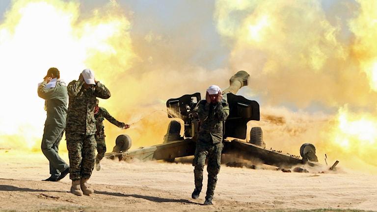 Milismän som stöder den irakiska armén i kampen mot IS. Foto: Ahmad al Rubaye/AFP.