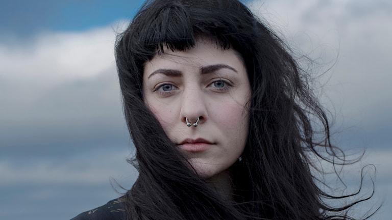 """Julia Hansen författare till serieromanen """"Det växer"""". Foto: Johanna Stenbeck."""