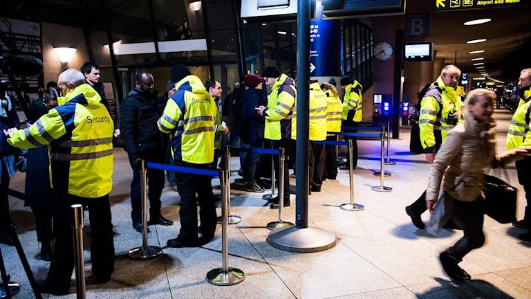 ID-kontroller vid tågstationen på Kastrup flygplats i Köpenhamn på måndag eftermiddag.