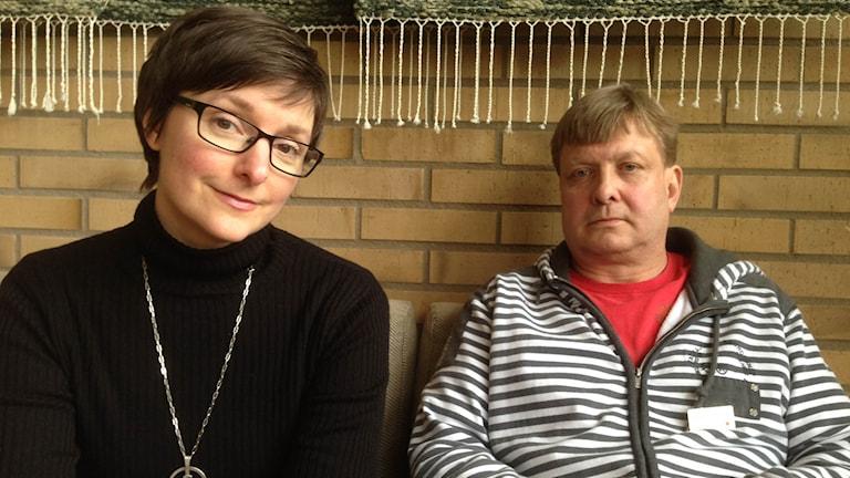 Olle har skulder till inkassobolagen och har fått stöd av Cheryl French som är diakon i Svenska kyrkans församling i Landskrona. Foto: Claes Aronsson/Sveriges Radio.