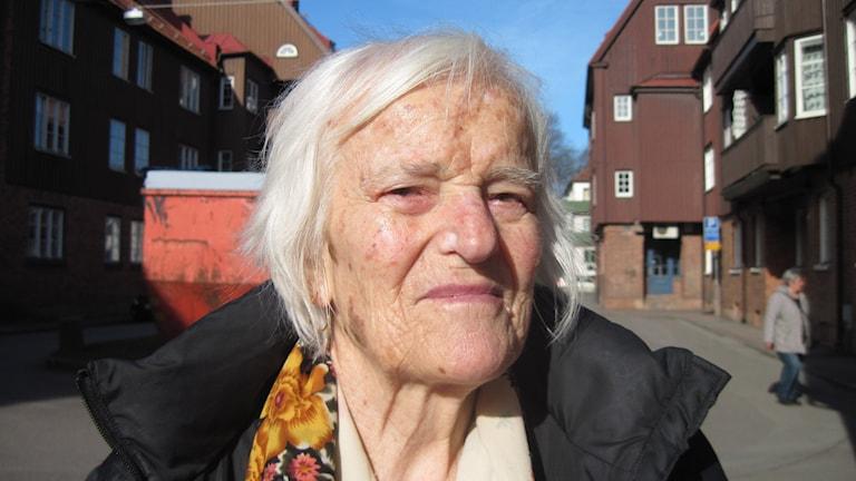 Lenka Delipara i Göteborg har drygt 5000 kronor att leva på varje månad. Foto: Jens Möller/Sveriges Radio