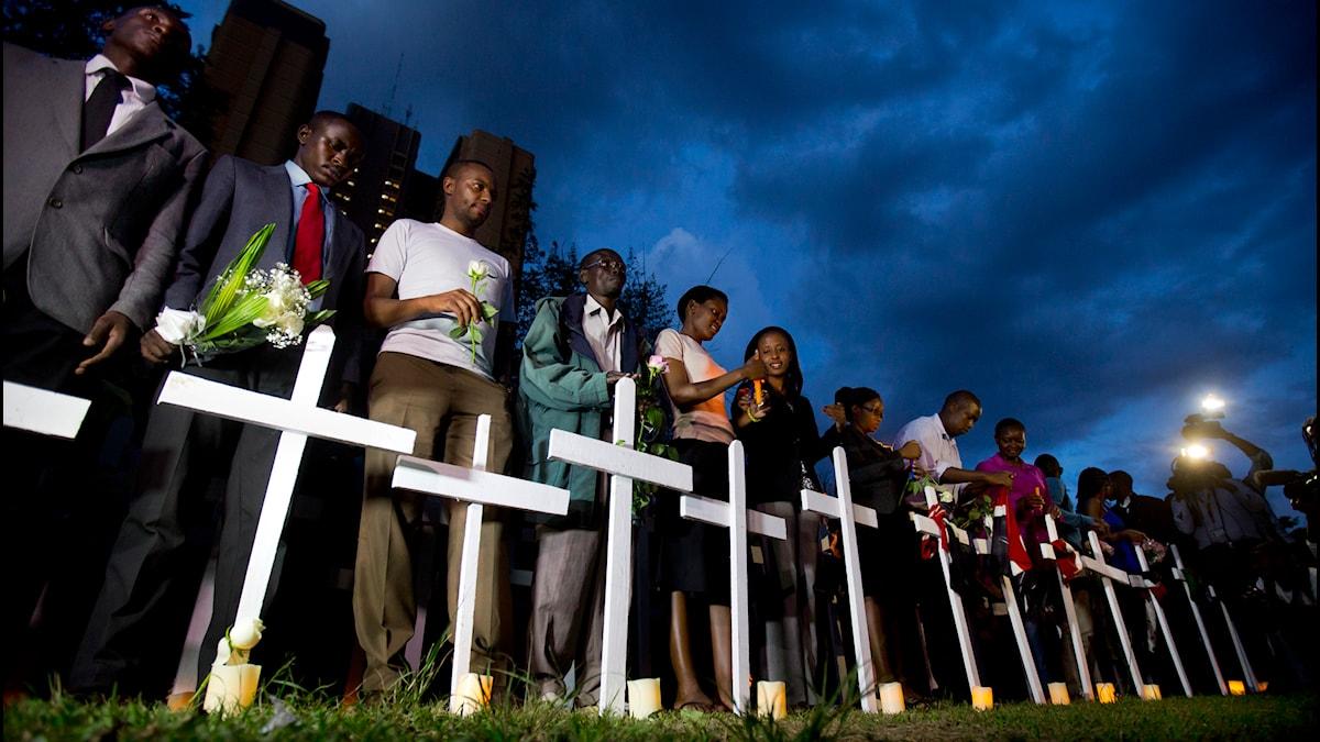 Kors resta till minnet av offren i terrorattacken i Garissa. Foto: Ben Curtis/AP.