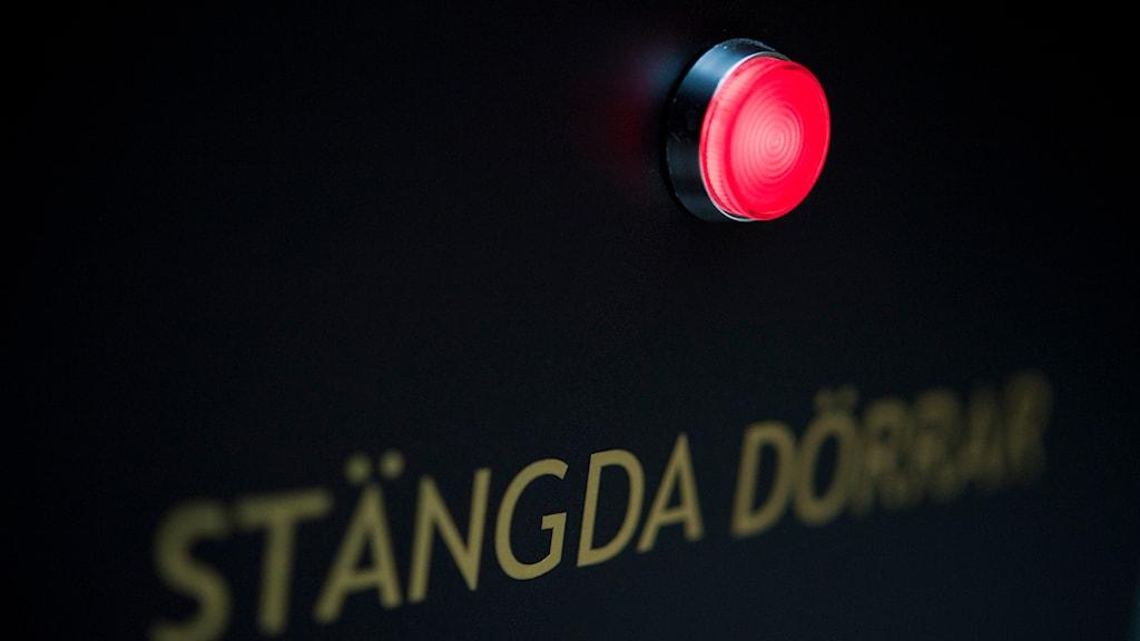 Skylt i Stockholms tingsrätt som visar om förhandling pågår inom stängda dörrar. Foto: Jessica Gow/TT.