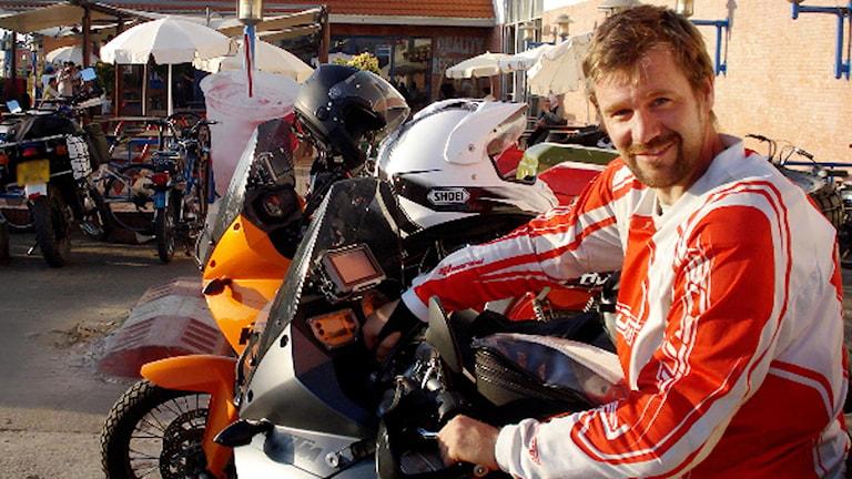 Svensken Johan Gustafsson under resan med sin motorcykel hösten 2011. Foto: Privat.
