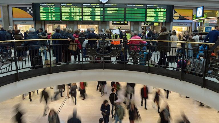 Tågresenärer på Stockholms centralstation. Foto: Fredrik Sandberg/TT.