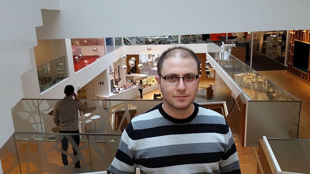 Pierre Badlisi från Syrien har läst yrkesinriktad SFI för ingenjörer i Stockholm. Foto: Johanna Sjövall/Sveriges Radio.