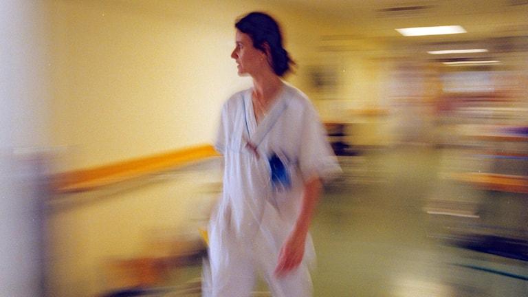Sjuksköterska på Södersjukhuset i Stockholm. Foto: Gunnar Ask/TT.