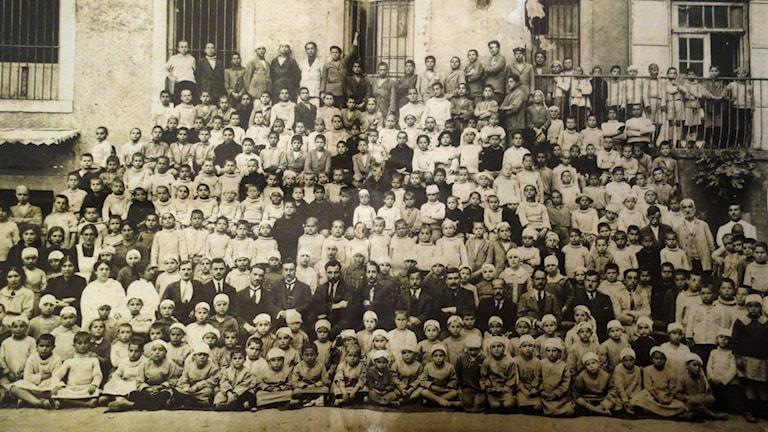 Barnhemsbarn i Armenien som blev föräldralösa efter folkmordet. Foto: Katja Magnusson/Sveriges Radio.