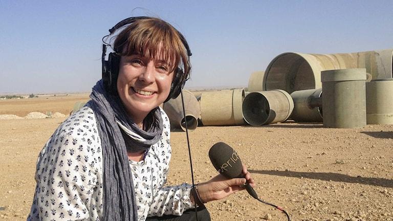 Katja Magnusson rapporterar vid gränsen mot Kobane. Foto Ammar Akkash.