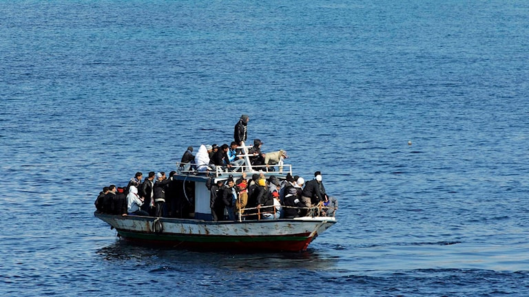 En båt med migranter på Medelhavet. Foto: Daniele La Monaca/TT.