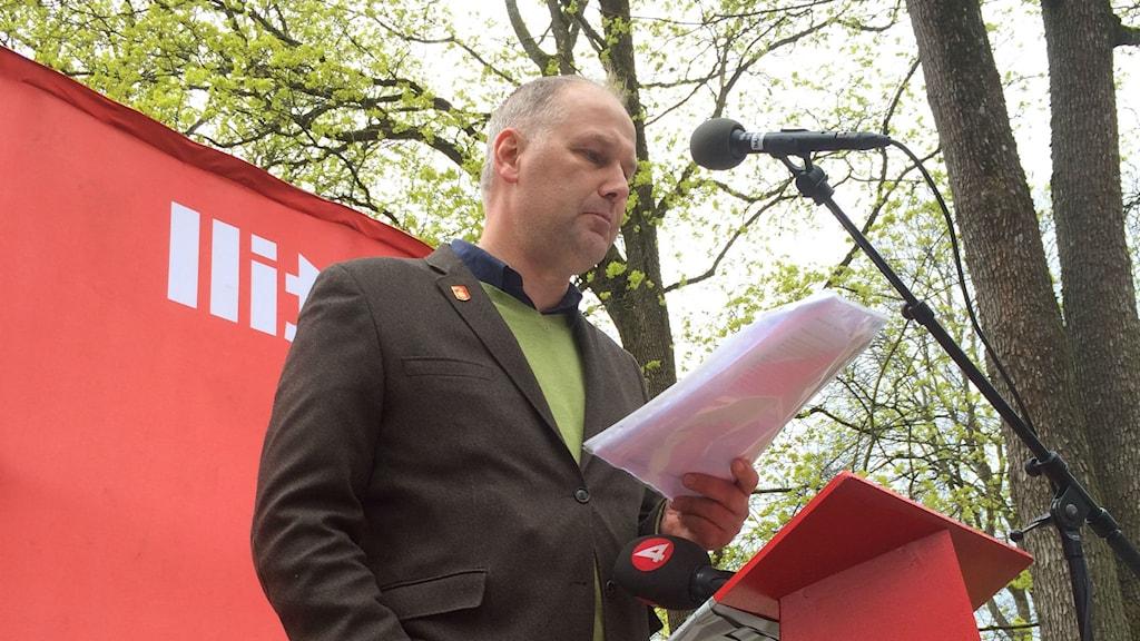 Vänsterpartiets ledare Jonas Sjöstedt håller tal  Uppsala Foto: Ci Holmgren/Sveriges Radio