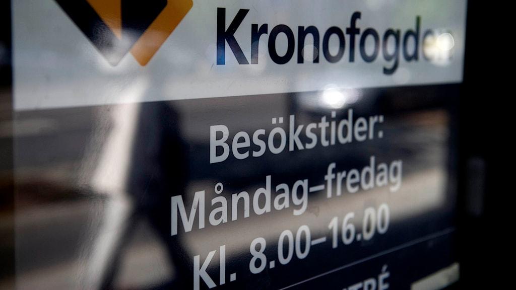 Dörrskylt till Kronofogden på Birger Jarlsgatan i Stockholm. Foto: Jessica Gow/TT.