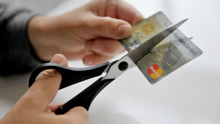 I fjol fick nästan 6 000 svenskar rätt till skuldsanering. Foto: Jessica Gow/TT.