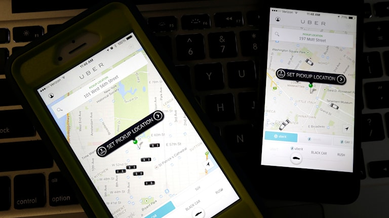 Två mobiltelefoner som visar kartbidler.