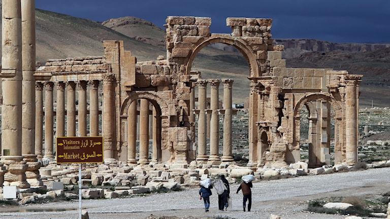 Flera av templen i Palmyra i Syrien har sprängts av IS. Foto: TT.