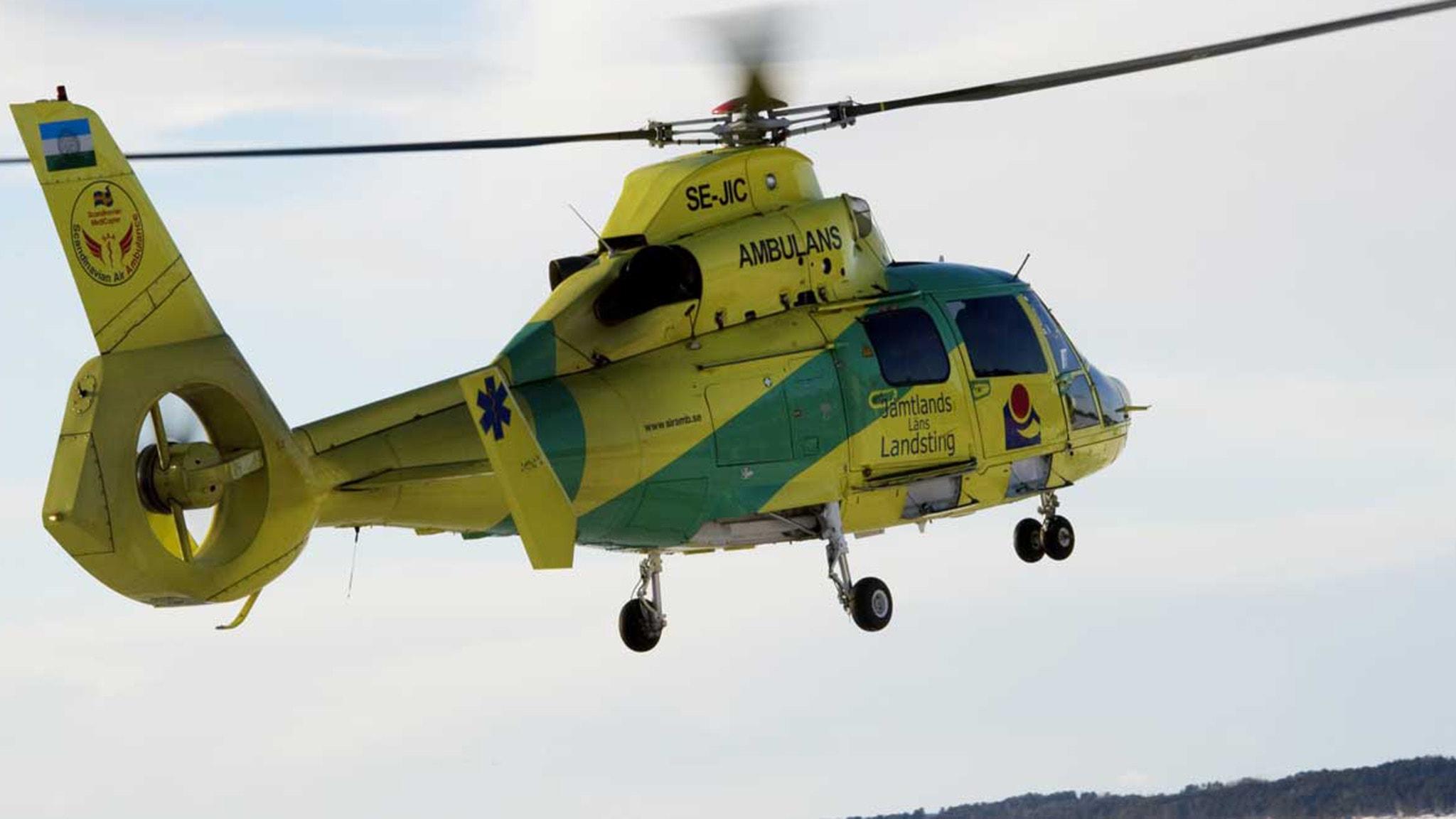 Flicka pakord helikopter larmades
