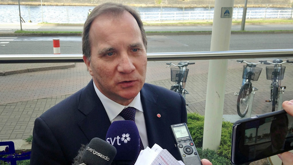 Statsminister Stefan Löfven träffar svenska journalister under EU-toppmötet i Riga. Foto: Wiktor Nummelin/TT.