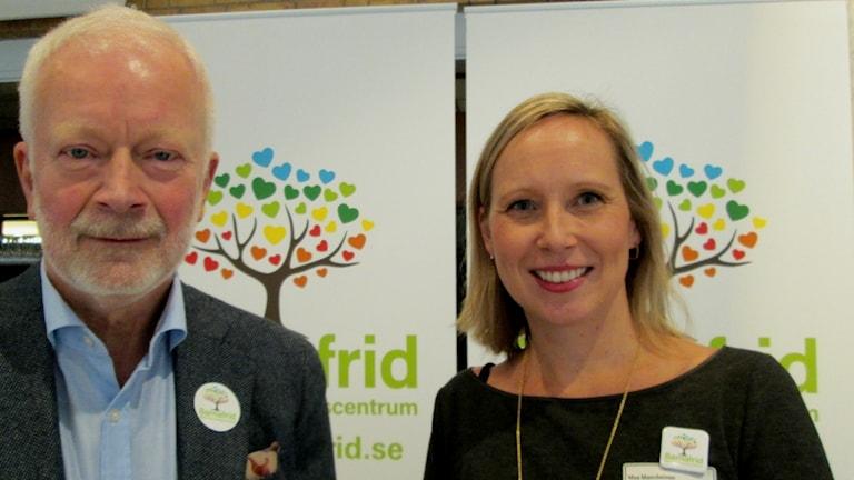 Carl Göran Svedin, Professor i Barnpsykiatri och Moa Martinsson verksamhetschef Barnafrid. Foto: Peter Weyde, Sveriges Radio