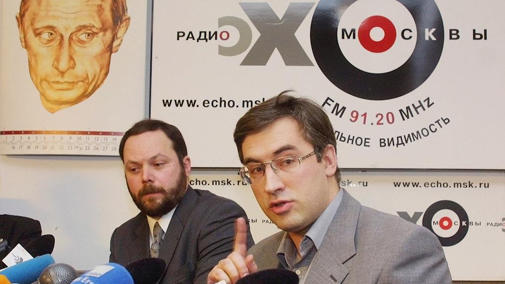 Oppositionspolitikern  Vladimir Kara-Murza (till vänster) misstänks ha blivit förgiftad. Foto: Ivan Sekretarev/TT.