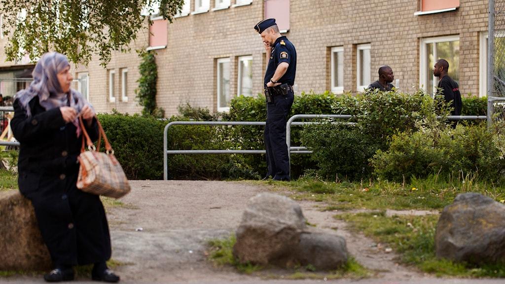Polisen på Ramels väg, dagen efter skottlossningen. Foto: Ola Torkelsson/TT