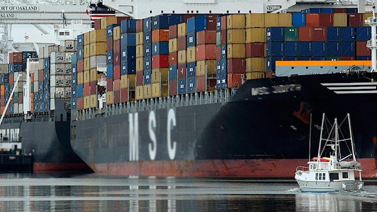 container hamn fraktfartyg