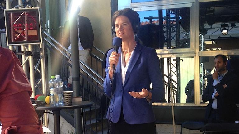 Moderaternas partiledare Anna Kindberg Batra frågas ut av P1 morgons Johar Bendjelloul i Almedalen. Foto: My Rohwedder.