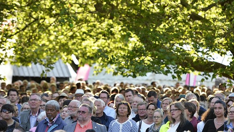 Publiken tittar på den största publikdragaren för andra året i rad - Stefan Löfven. Foto: Henrik Montgomery/TT