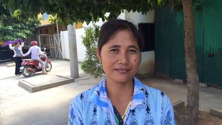 I fabrikerna är det varmt och dammigt. Det är svårt att andas, säger textilarbetaren Chut Sophat. Foto: Gunilla Österlund/SR