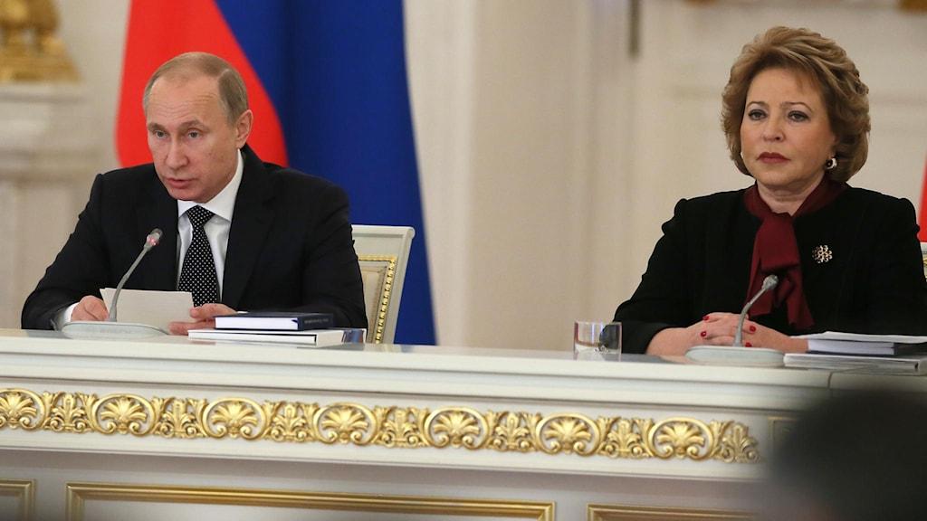 Putin och Matvijenko. Foto: Sergei Ilnitsky/TT