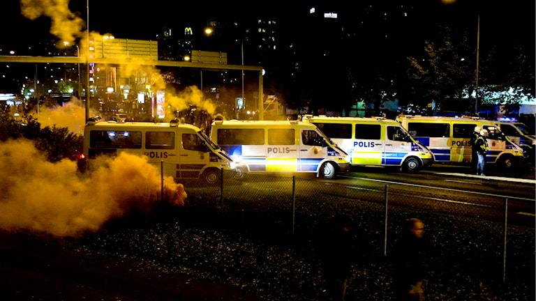 Oroligheter utanför Råsunda fotbollsstadion i Solna efter en allsvensk match. Foto: Pontus Lundahl/TT